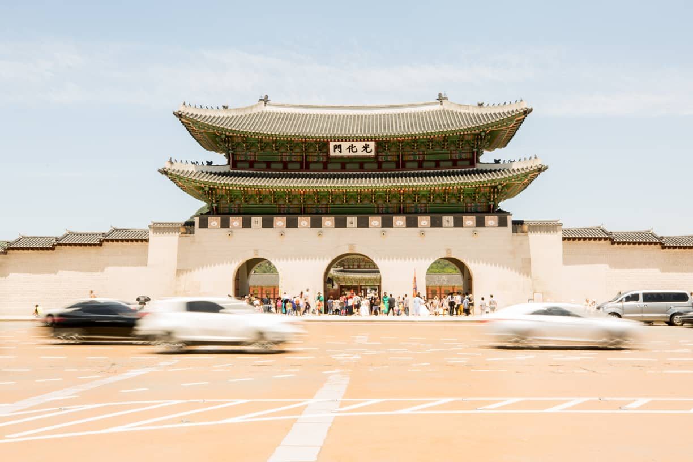 Street view of main gate of Gyeongbokgung Palace